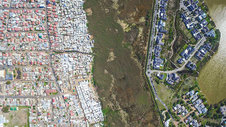 unequal-scenes-drone-photography-inequality-south-africa-johnny-miller-15