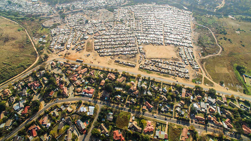 unequal-scenes-drone-photography-inequality-south-africa-johnny-miller-7
