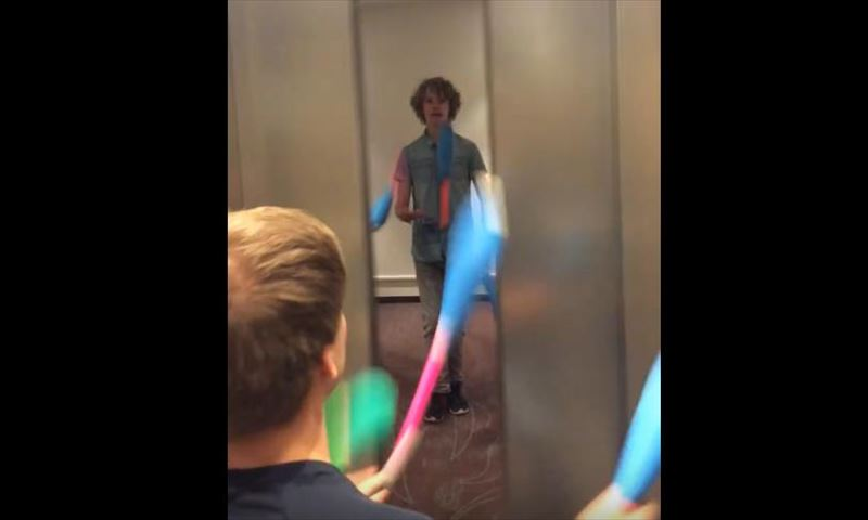 friends-juggle-in-an-elevator-3_r