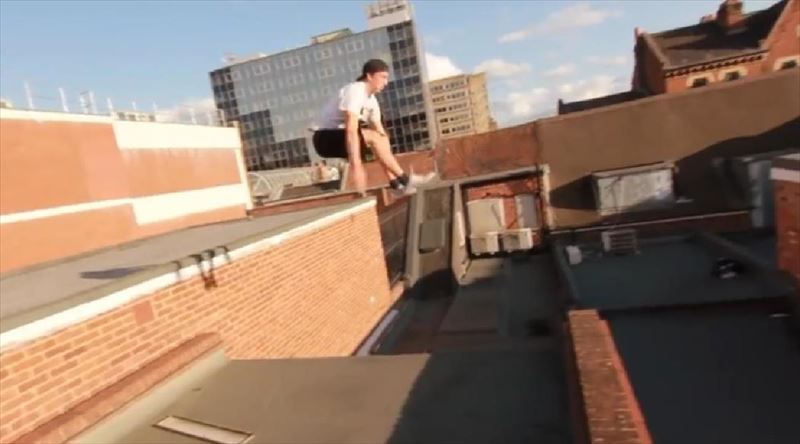 guy-shows-off-flashy-parkour-skills-2_r