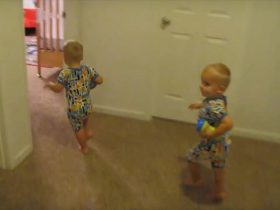 twins-putting-themselves-to-bed-3_r