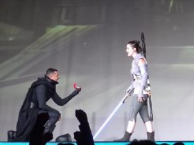 amazing-cosplay-marriage-proposal-at-san-diego-comic-con-2016-7_r