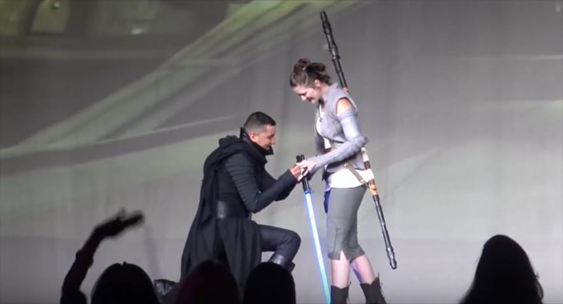 amazing-cosplay-marriage-proposal-at-san-diego-comic-con-2016-8_r