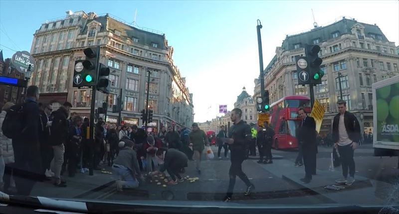 clumsy-chef-trips-and-drops-potatoes-everywhere-dashcam-london-7_r