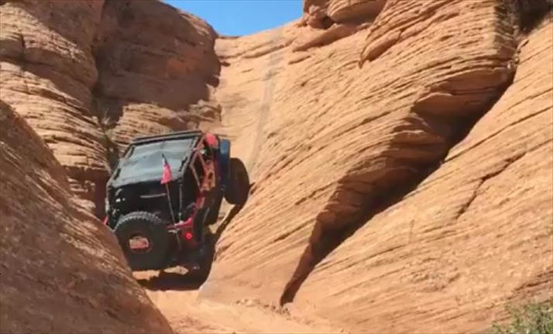 four-wheeled-vehicle-drives-up-canyon-wall_r