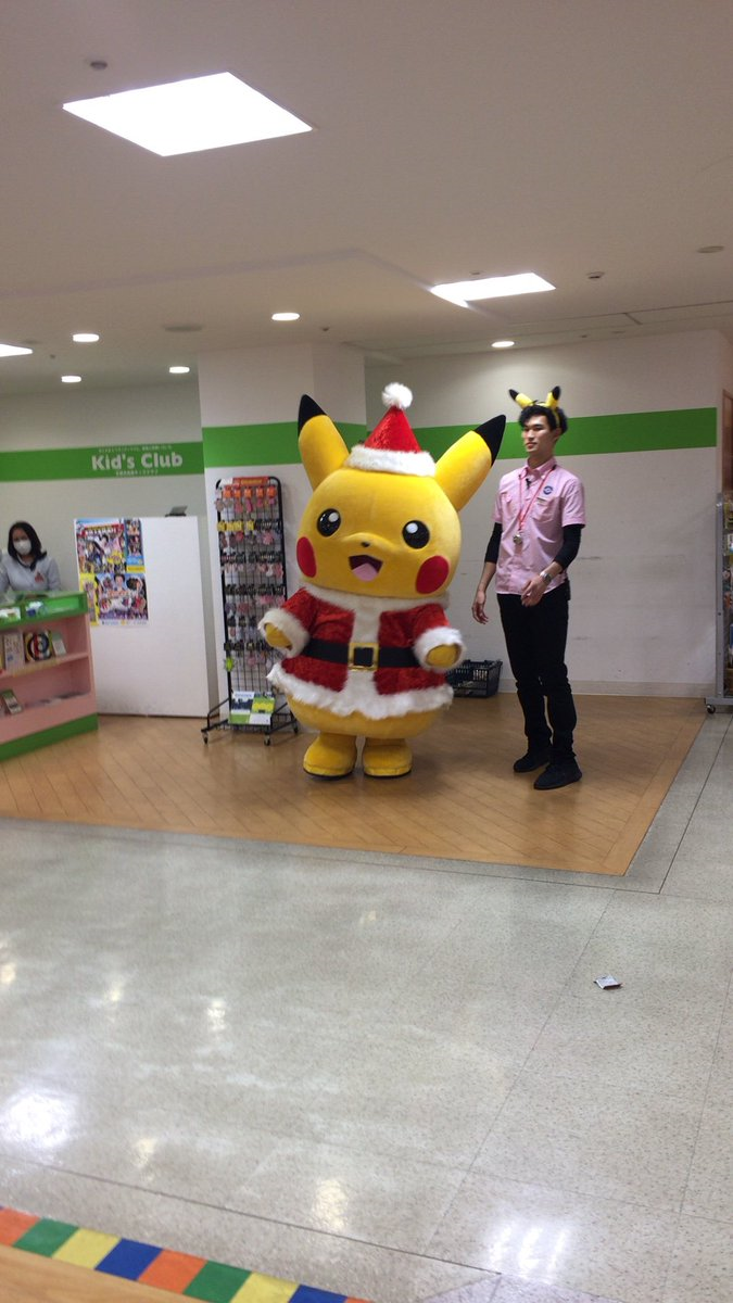 kyoto-pokemon-center-pikachu