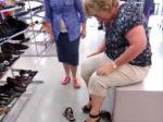 mom-wipes-out-trying-on-heels-3_r