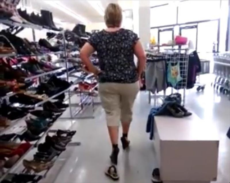 mom-wipes-out-trying-on-heels-4_r