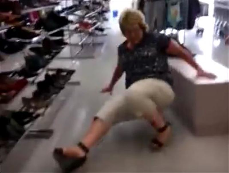 mom-wipes-out-trying-on-heels-7_r