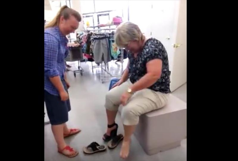 mom-wipes-out-trying-on-heels_r