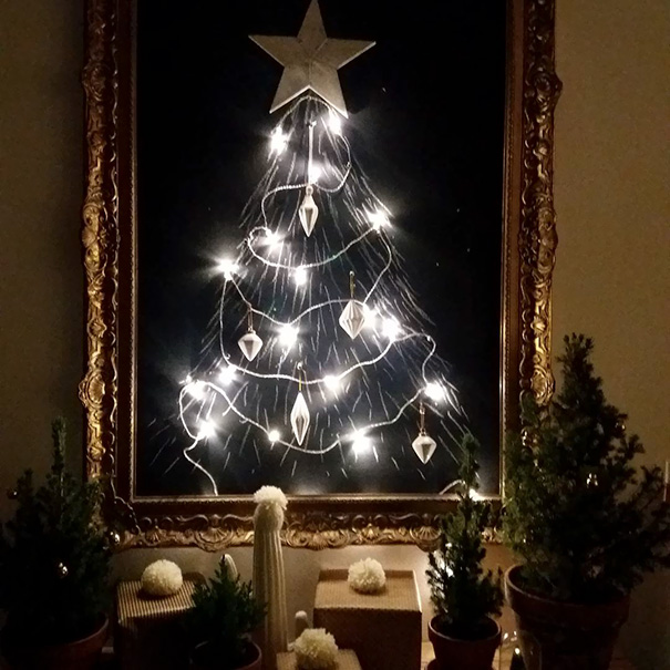 protecting-christmas-tree-from-dogs-cats-pets-11