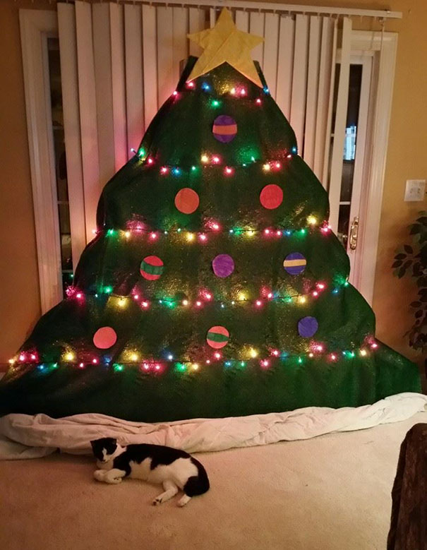 protecting-christmas-tree-from-dogs-cats-pets-28